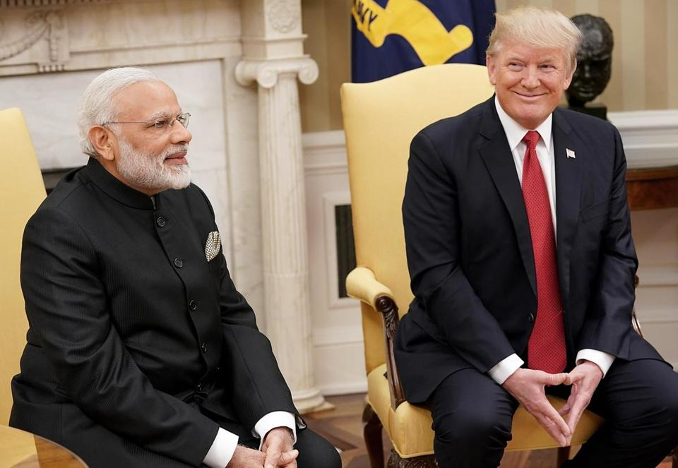 epa06051822 US President Donald J. Trump (R) meets with Indian Prime Minister Narendra Modi (L) in the Oval Office of the White House in Washington, DC, USA, 26 June 2017. EPA/Win McNamee / POOL