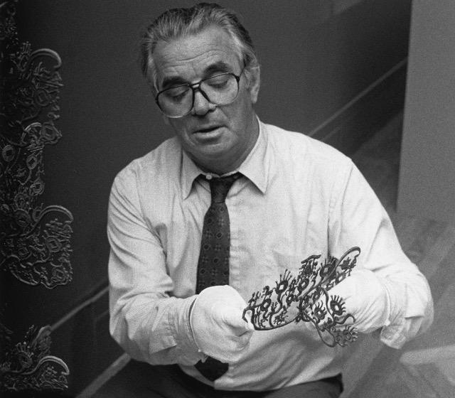 "Dr. Fontein helped install the ""Money Tree"" in the exhibition ""Stories from China's Past"" in July 1987."