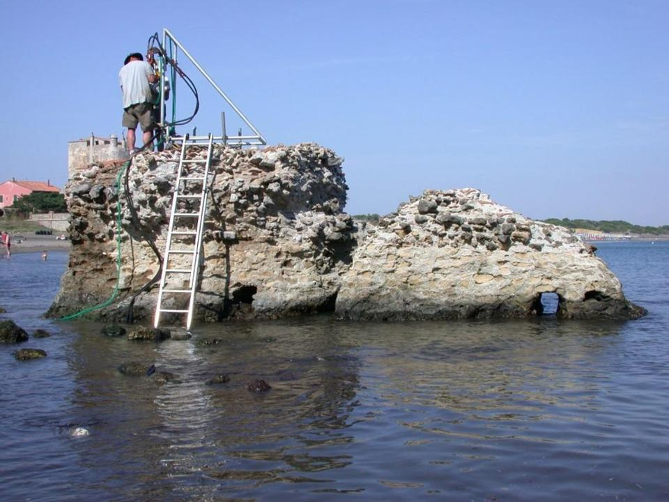 Drilling at an ancient marine structure in Portus Cosanus, Tuscany, in 2003.