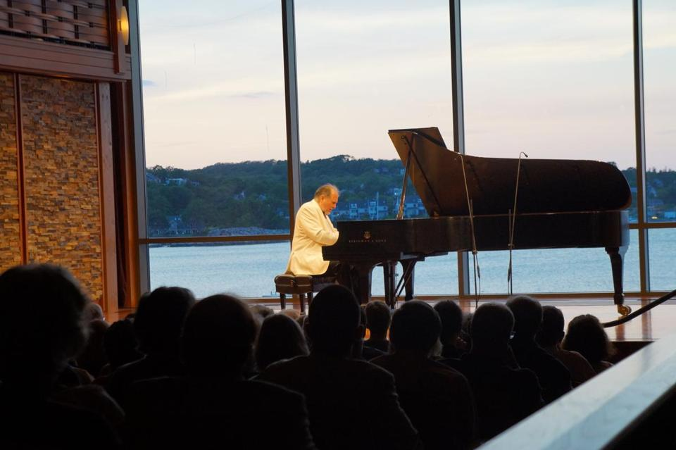 Pianist Garrick Ohlsson onstage Thursday at the Shalin Liu Performance Center in Rockport.