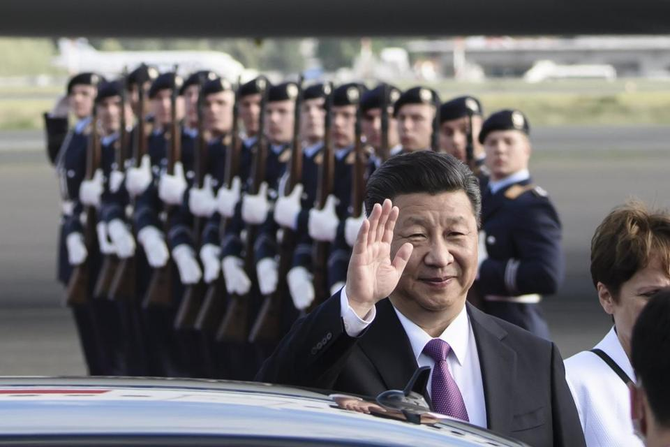 epa06066042 Chinese President Xi Jinping waves after his arrival at the military part of the airport Berlin-Tegel in Berlin, Germany, 04 July 2017. Chinese President Xi Jinping is about to meet German Chancellor Angela Merkel at the Chancellery on 05 July 2017. Later the two will take part in the opening ceremony of the Panda Garden at the Berlin Zoo. The two giant pandas Meng Meng and Jiao Qing, on loan from China for 15 years, will move into their new quarters in Berlin's zoo from 05 July on. EPA/CLEMENS BILAN