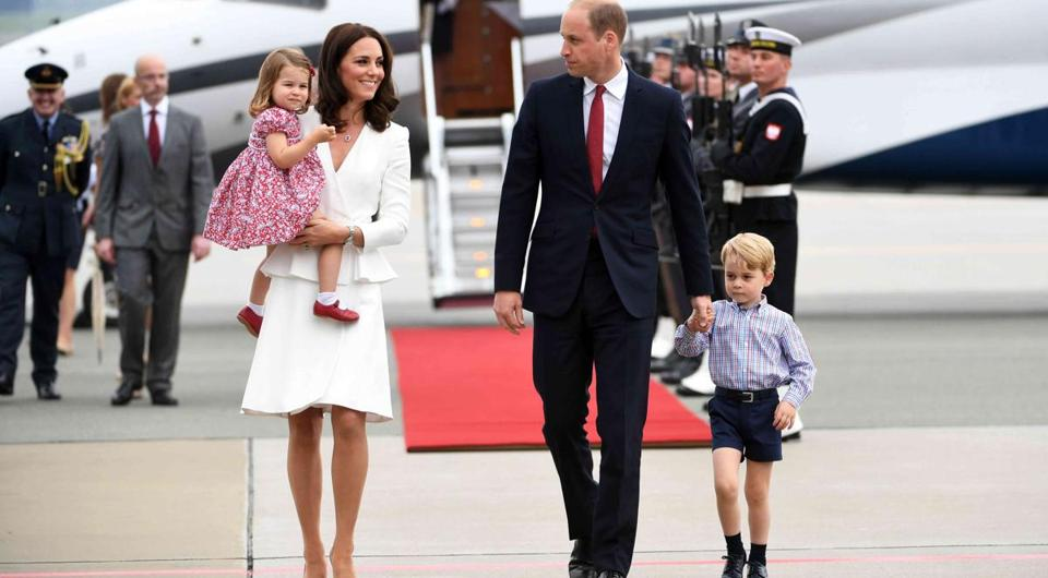 Britain's Prince William, Duke of Cambridge (second from right) and Catherine, Duchess of Cambridge (second from left) with their children Prince George (right) and Princess Charlotte (left) at the airport in Warsaw.
