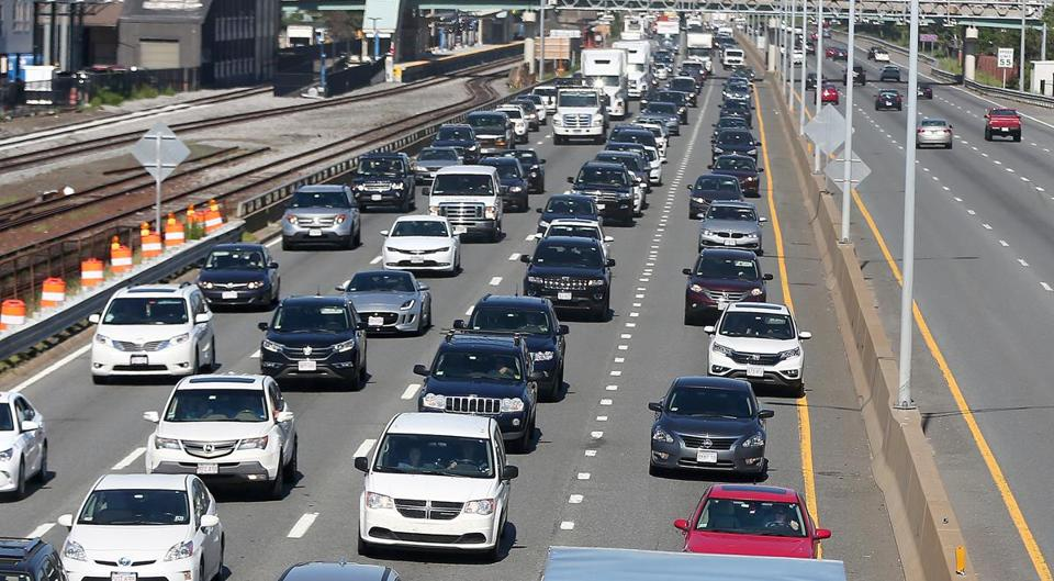 Boston, MA - 7/31/2017 - The eastbound Mass Pike traffic, left, is heavier than the westbound, viewed from the Allston footbridge off Cambridge Street. The Monday morning commute is impacted by the construction to replace the Commonwealth Avenue Bridge over the Mass Pike. Photo by Pat Greenhouse/Globe Staff Topic: 01commave Reporter: XXX