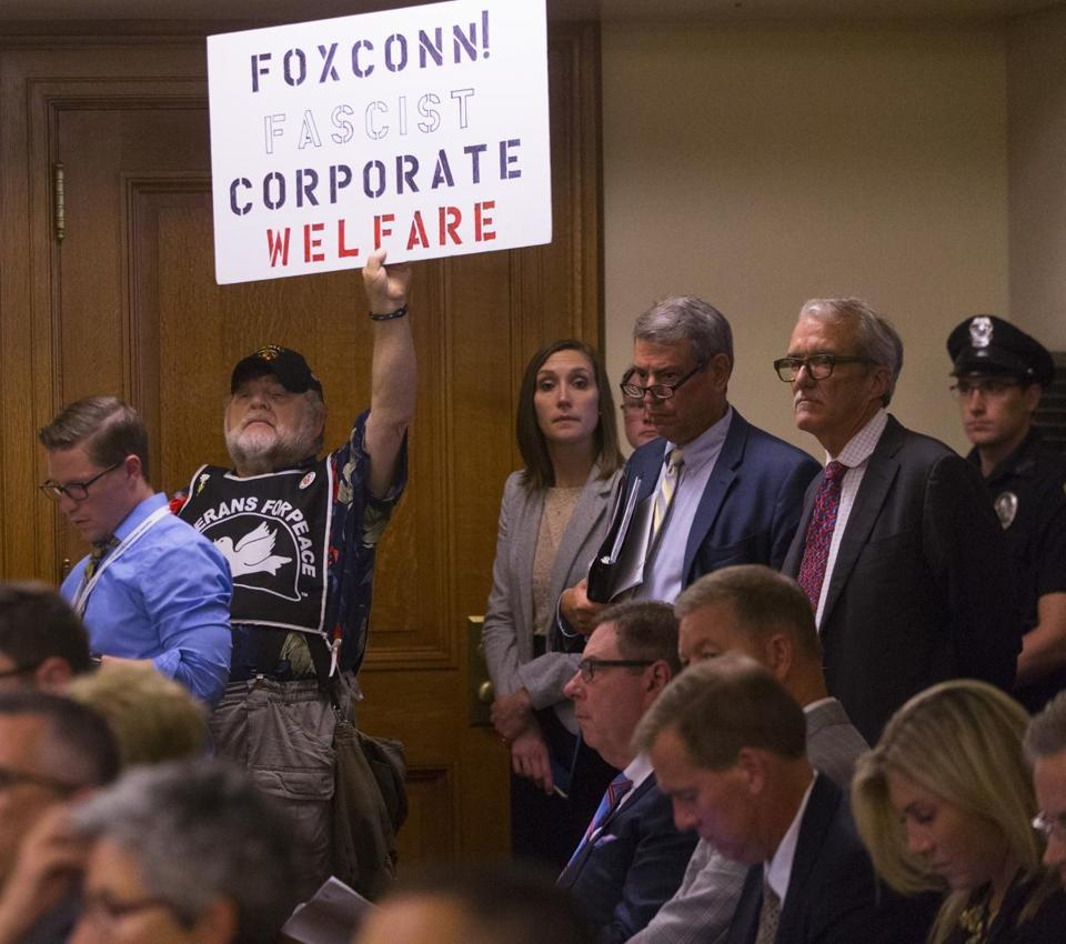 Tax breaks for Foxconn plant considered in Wisconsin - The Boston Globe