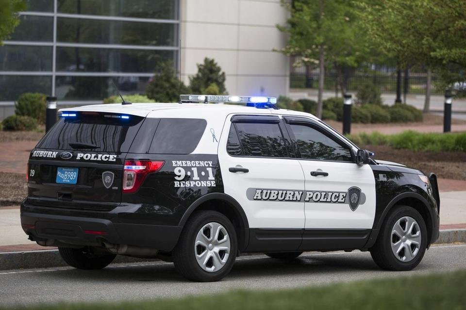An Auburn Police vehicle manufactured by Ford was parked in Boston last year. & Ford sends team to check police SUVs after fumes blamed forAuburn ... markmcfarlin.com