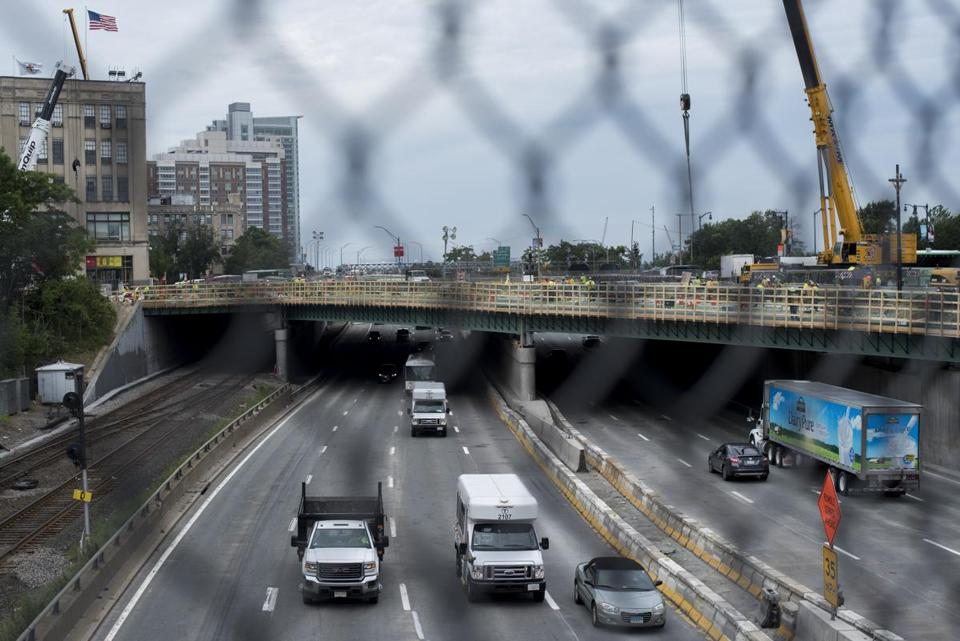 Boston, MA - 8/7/17 - East-bound traffic flowing under the Commonwealth Avenue Bridge after all lines of traffic were opened up three weeks ahead of schedule on Monday, August 7, 2017. (Nicholas Pfosi for The Boston Globe) Topic: 08lanespic