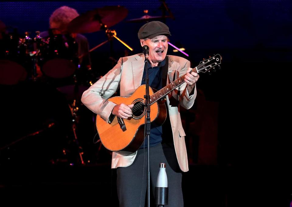 Boston, MA - 8/11/2017 - James Taylor in concert at Fenway Park. - (Barry Chin/Globe Staff), Section: Arts, Reporter: Marc Hirsh, Topic: 13TaylorRaitt, LOID: 8.3.3376335075.
