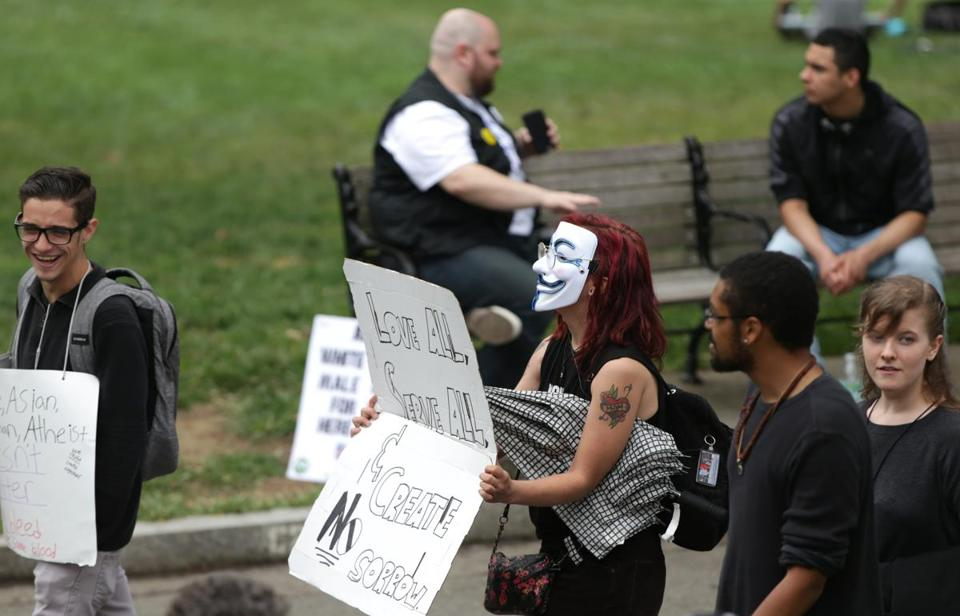 08/19/2017 Boston Ma- Protesters start to arrive at Free Speech Rally on Boston Common. Jonathan Wiggs\Globe Staff Reporter:Topic.