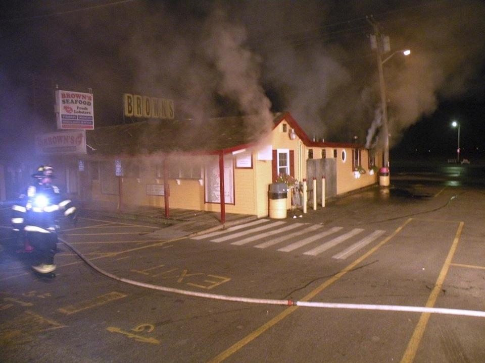 Fire damages popular New England seafood restaurant