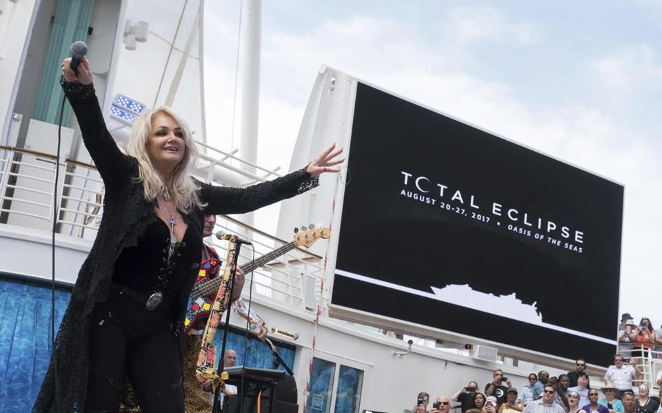 Bonnie Tyler performed on the cruise during the eclipse.