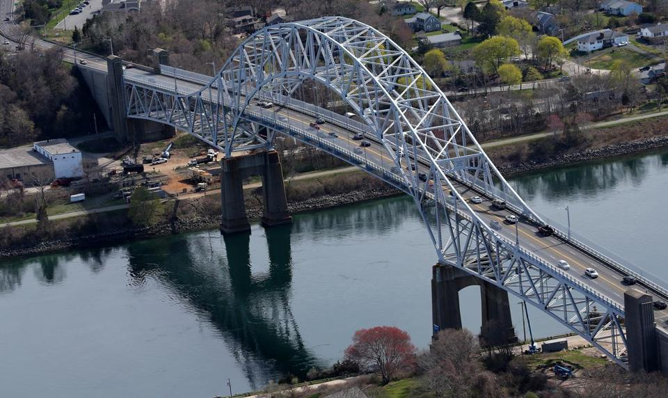 Beginning Monday, the Army Corps of Engineers will close a lane in each direction on the Sagamore Bridge for maintenance.