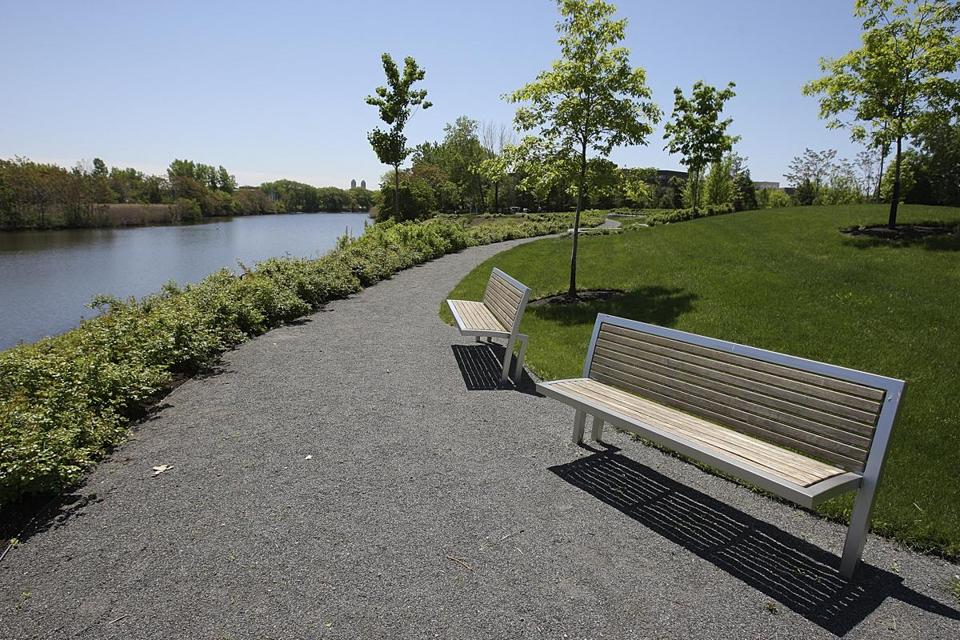 Malden, MA., 05/19/09, The re-claimed park area behind the River's Edge development. This is the Malden River. Many local sites are featured as part of a launch of hyper local coverage. Section: North Weekly, Reporter: Marcia Dick Suzanne Kreiter/Globe staff