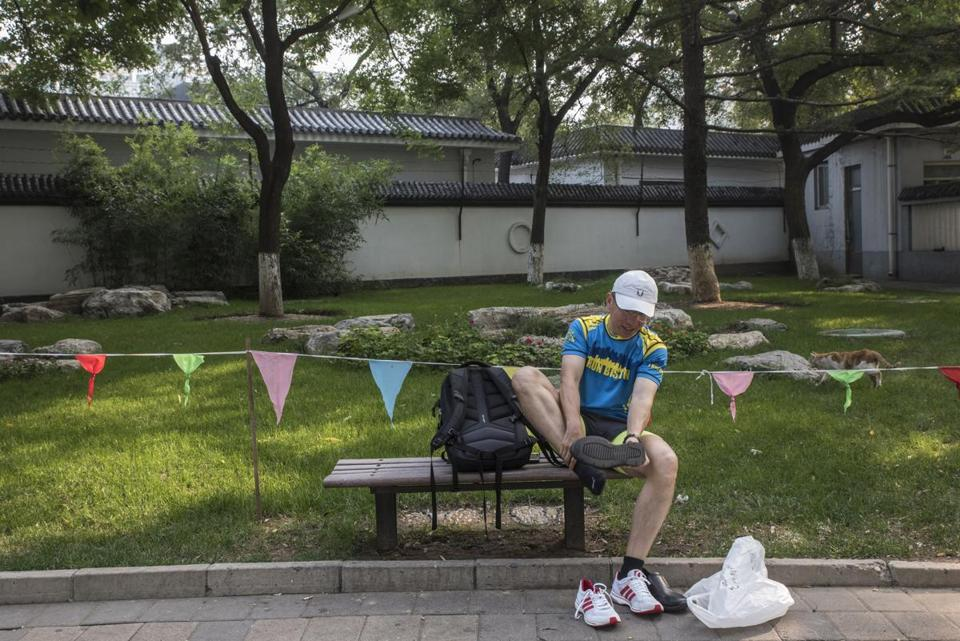 Wang took a break while training for the Beijing marathon.