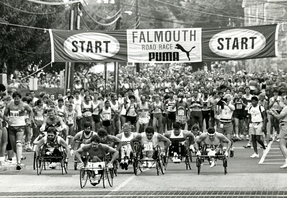 August 17 1986 / Globe Staff photo by Ted Dully / Falmouth Road Race / start of the wheelchair race