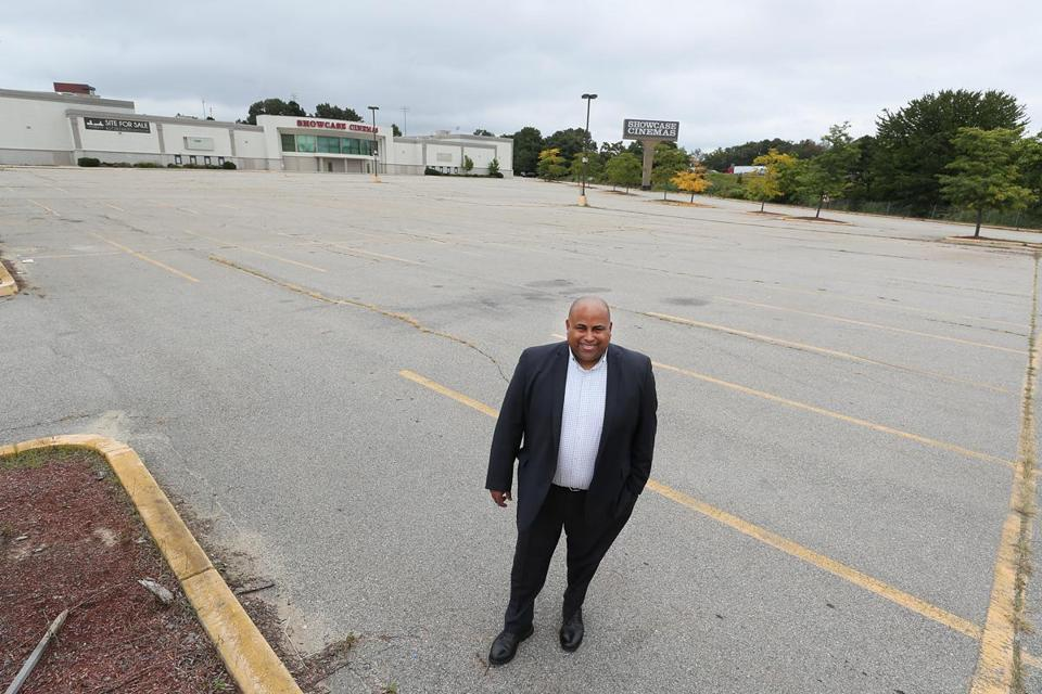 Lawrence, Ma., 09/18/17, Mayor Dan Rivera, of Lawrence, in the empty parking lot of the closed movie theater. Shirley Leung column about various towns outside Boston chasing the Amazon HQ. Suzanne Kreiter/Globe staff. Suzanne Kreiter/Globe staff