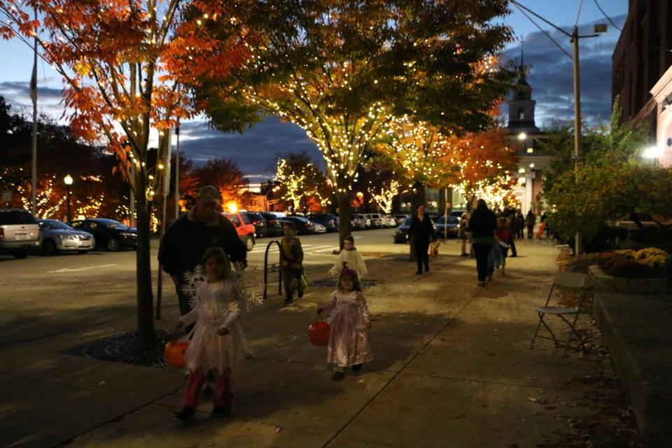 29nocalendar - Take a spooky stroll during SomervilleÕs ÒHaunted HallÓ event on the City Hall Concourse. (City of Somerville)