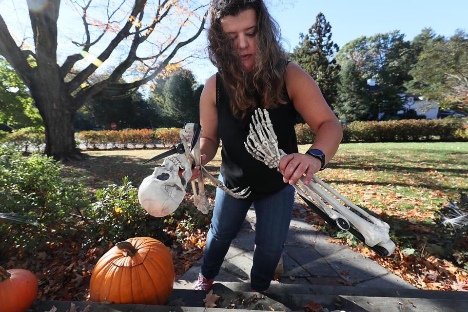 Belmont, Ma., 10/27/17, Pavlina Atanasova, decorates a clients house for Halloween.