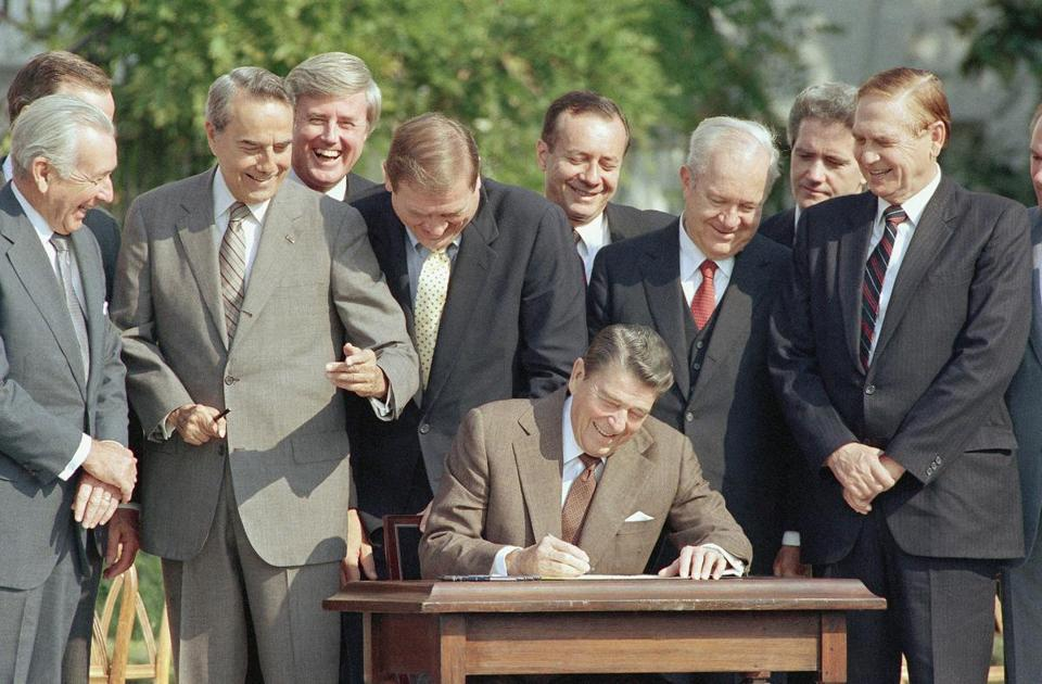 Democratic and Republican lawmakers joined President Reagan when he signed tax overhaul legislation in 1986.