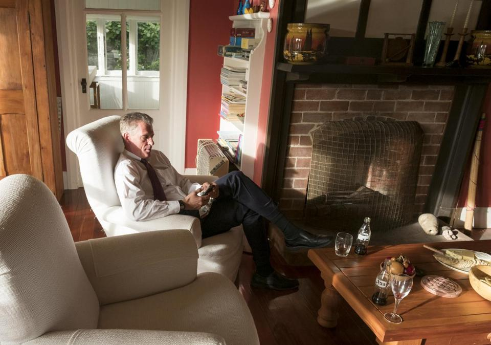 U.S. Ambassador Scott Brown takes a little down time at the house of Rangitikei Mayor Andy Watson on Nov. 7, 2017.. After a busy day of meetings near Palmerston, Brown had dinner with the mayor and his wife before going to speak at the Rangitikei College awards ceremony. (Jeremy Lurgio)