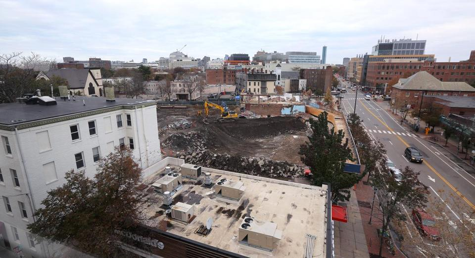 Cambridge, MA - 11/14/2017 - The site in Cambridge's Central Square, bordered by Massachusetts Avenue, Columbia Street, Bishop Richard Allen Drive and Douglass Street (cq) is being developed into the Mass + Main apartment tower complex. Photo by Pat Greenhouse/Globe Staff Topic: 15massmain Reporter: Timothy Logan