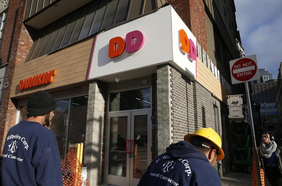 Boston, MA -- 11/15/2017 - A new Dunkin' sign has gone up on Tremont Street in Boston. (Jessica Rinaldi/Globe Staff) Topic: 16dunkin Reporter: