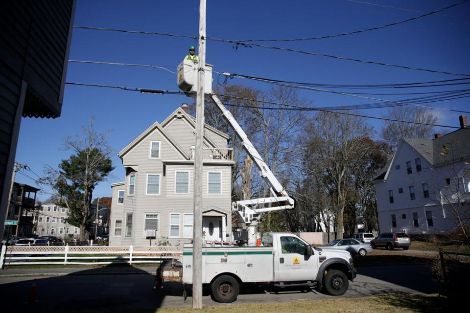 11/17/2017 Brockton -Ma -Electrician Brian French (cq) works to replace street lights on kenwood Street in Brockton. Jonathan Wiggs\Globe Staff Reporter:Topic.