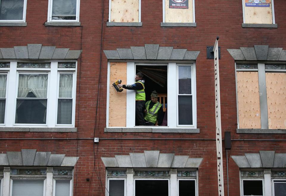11/22/2017 Boston - Ma -. Workers board up windows at 282 Hanover Street in Boston's North End. Their was a tragic fire in building that killed two people. Jonathan Wiggs\Globe Staff Reporter:Topic.