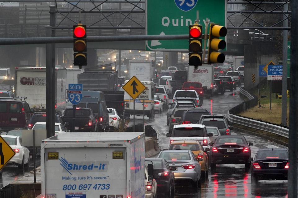 Boston, November 22, 2017- Stan Grossfeld/Globe Staff- Traffic merging from South Bay crawls on to the 93 South at 11:30 AM