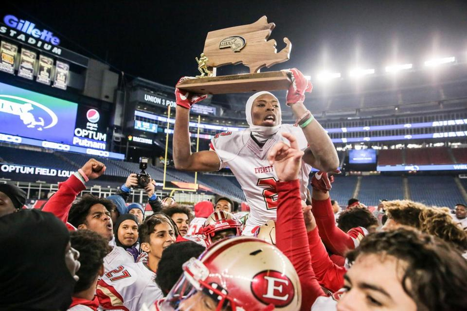 Everett, one of two reigning state champions to earn a top seed, will be looking to hoist the hardware again at Gillette Stadium as the No. 1 seed in Division 1 North.