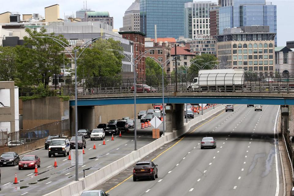 Boston, MA - 6/03/2017 - Traffic moving freely on the Mass. Tpke despite the lane closures. Lane closures on Mass. Turnpike. - (Barry Chin/Globe Staff), Section: Metro, Reporter: In Caps, Topic: 04pike, LOID: 8.3.2680560938.