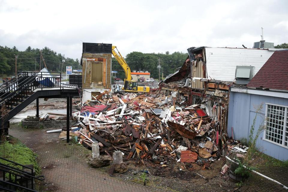08/30/2017 Lynnfield Ma- New Hampshire Demolition takes down The Ship Restaurant on Route 1. Jonathan Wiggs\Globe Staff Reporter:Topic.
