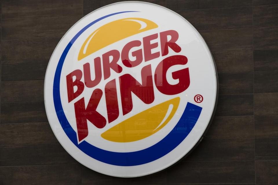 One of the country's biggest restaurant franchisees has agreed to pay $250,000 to settle child labor violations at Burger King restaurants across Massachusetts.