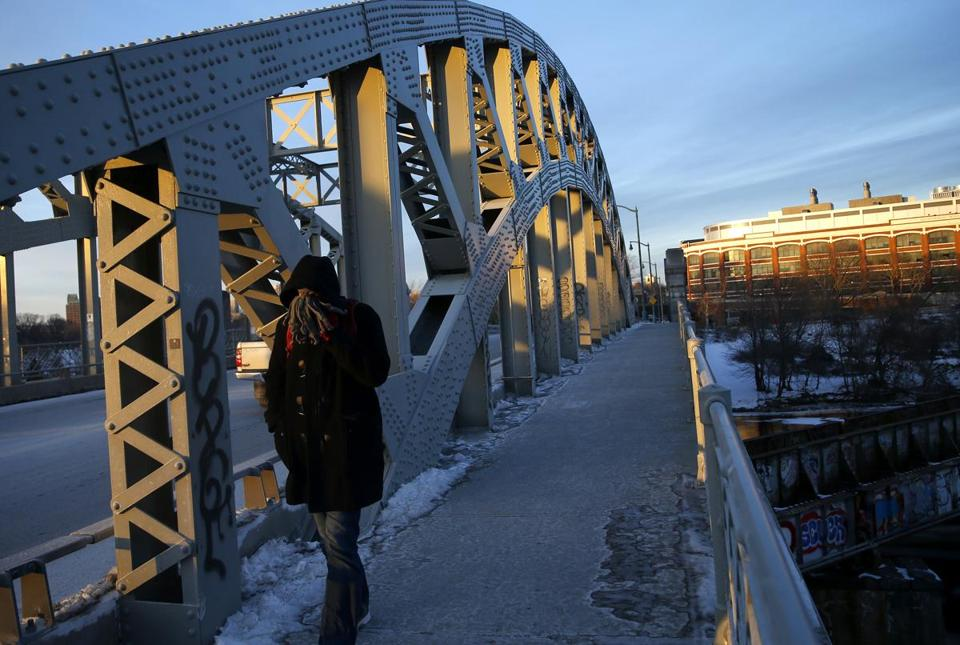 Boston, MA -- 1/02/2018 - A man bundled up as he crossed the BU bridge on yet another cold day in Boston. (Jessica Rinaldi/Globe Staff) Topic: Reporter: