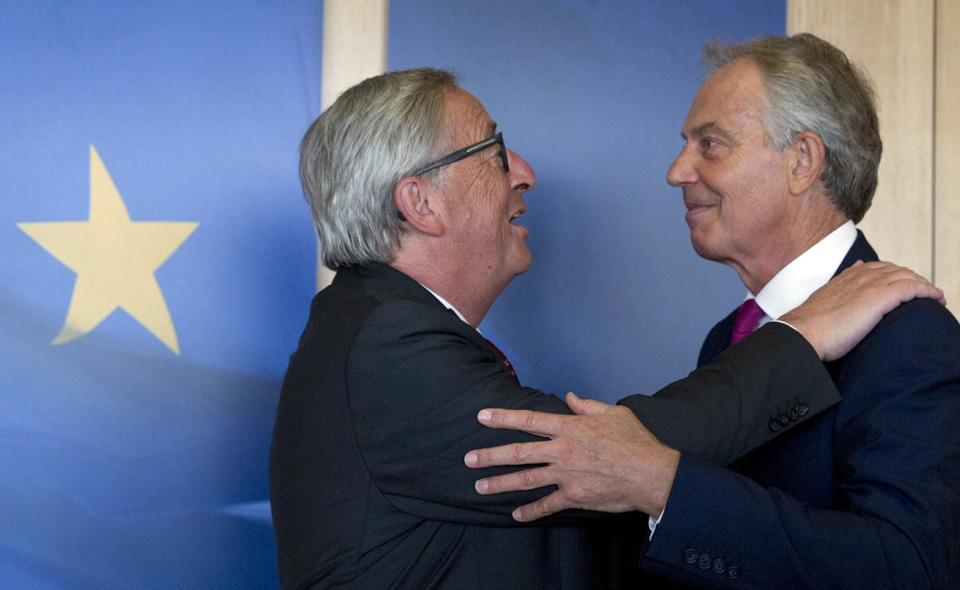 Former British prime minister Tony Blair, seen here in August 2017 with European Commission President Jean-Claude Juncker (left), said last week that voters should be given a chance to rethink Brexit once plans for Britain's departure from the EU are clear.