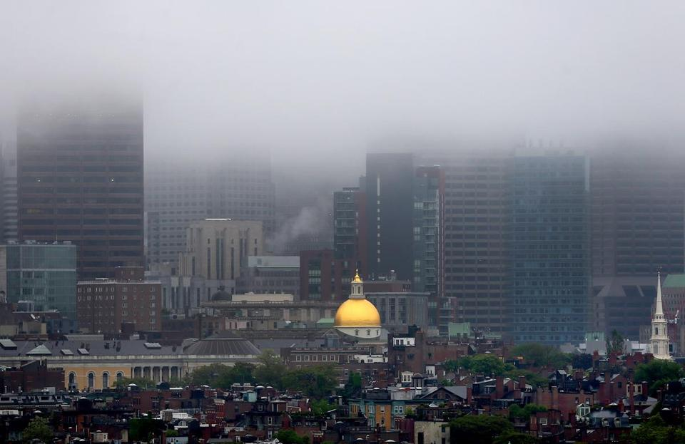 Cambridge 06/0514- Fog shrouds the Boston skyline as the State House dome stands out amidst the buildings on Beacon Hill as seen from Cambridge. Boston Globe staff photo by John Tlumacki (metro)