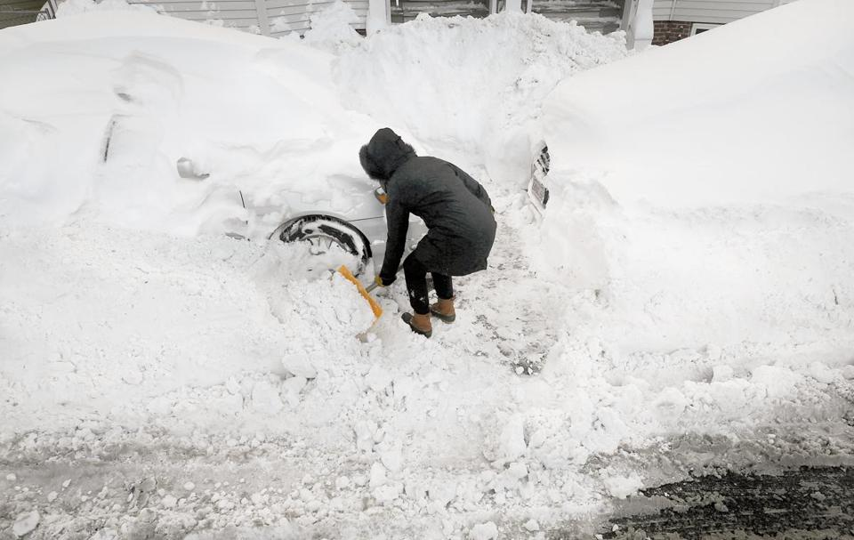 Powerful winter storm hits Mass.