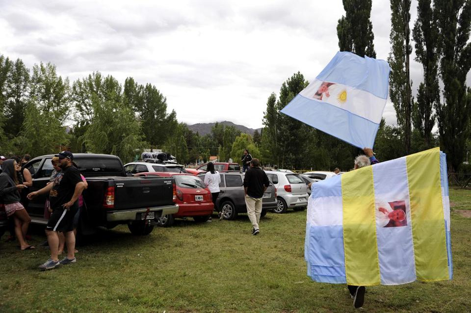 A street vendor sold flags ahead of Pope Francis' upcoming visit to Chile in Uspallata, Mendoza, Argentina, on Saturday.