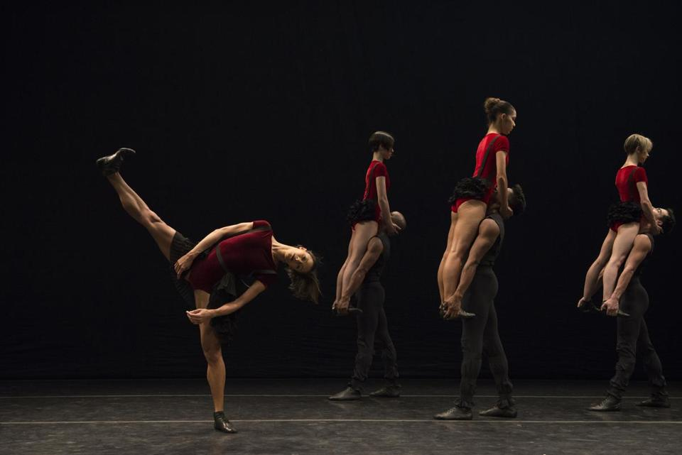 """Dança Sinfônica"" was one of two new works Grupo Corpo brought to the Shubert Theatre."