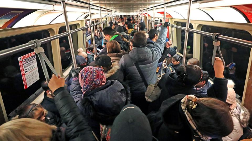 BOSTON, MA - 1/25/2018: The Orange Line morning commute on the MBTA heading inbound. (David L Ryan/Globe Staff ) SECTION: METRO TOPIC 26crowding