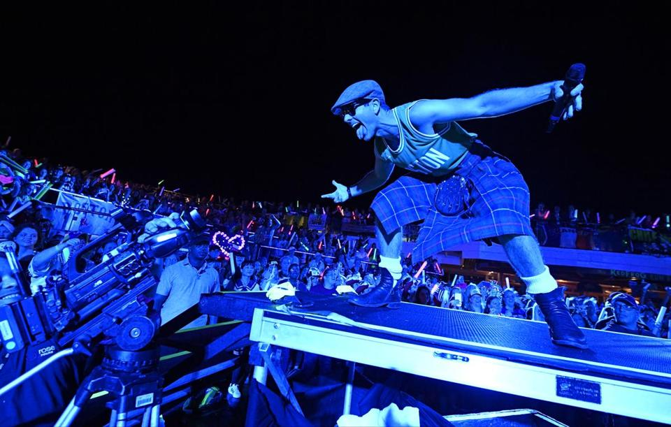 Joey McIntyre struts in a kilt and Celtics jersey on GPS Love Fest night, where partygoers celebrate their hometowns.