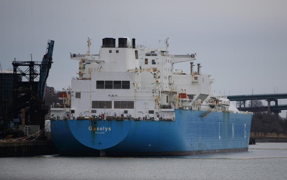 1/28/2018 - Everett, MA - This is LNG tanker called the Gaselys, docked in Everett, MA on Sunday, January 28, 2018. Topic: XXlng. Photo by Dina Rudick/Globe Staff