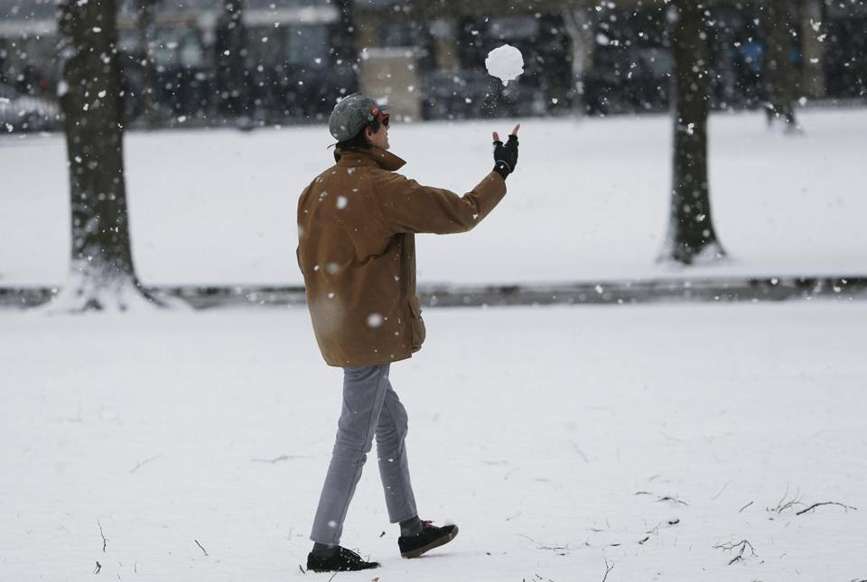 Boston, MA -- 2/07/2018 - Jack Walker, a student at Suffolk University, playfully tossed a snowball up into the air as large flakes fell on the Boston Common. (Jessica Rinaldi/Globe Staff) Topic: Reporter: