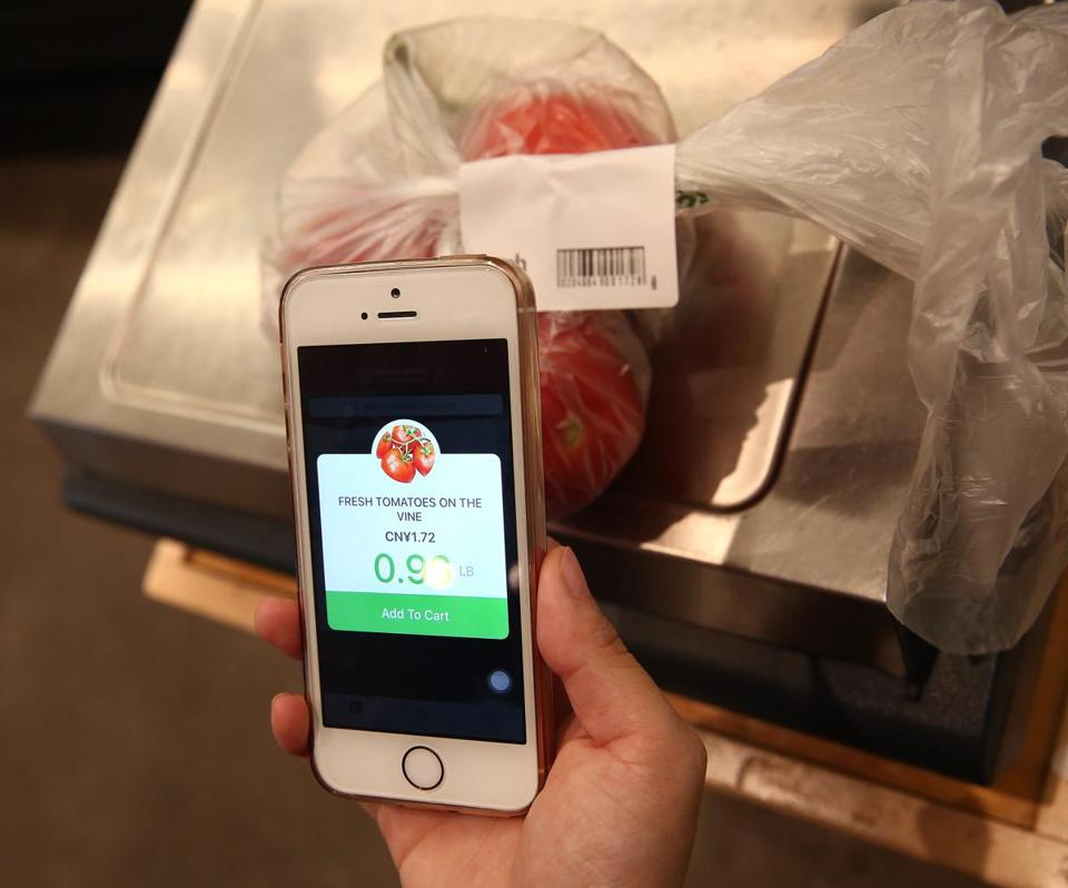 Mandy Xu weighed the tomatoes on a digital scale and then scanned the printed label.
