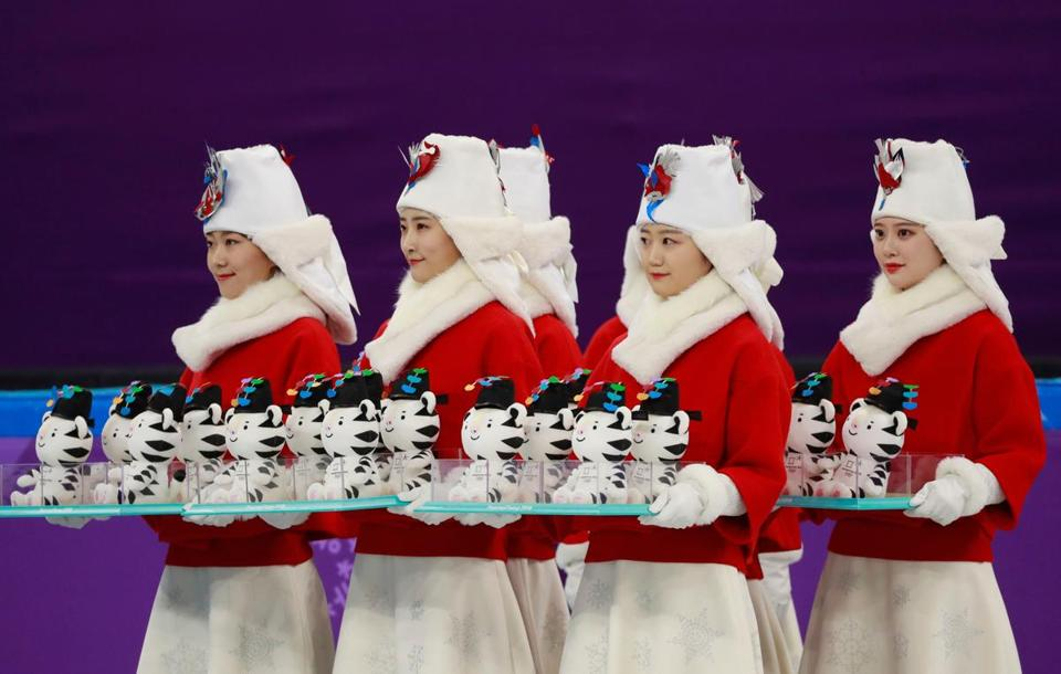 Women carrying dolls depicting Soohorang, the mascot of the PyeongChang Games, prepared for a medal presentation earlier this week.