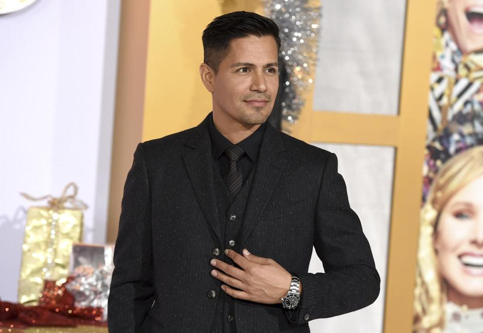 "Jay Hernandez will pick up the lead of ""Magnum P.I."" from Tom Selleck."