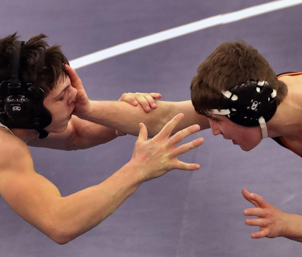 Ryan Garlitz (left) and Ramazan Attasauov in the 132-pound final at the All-State wrestling championships.