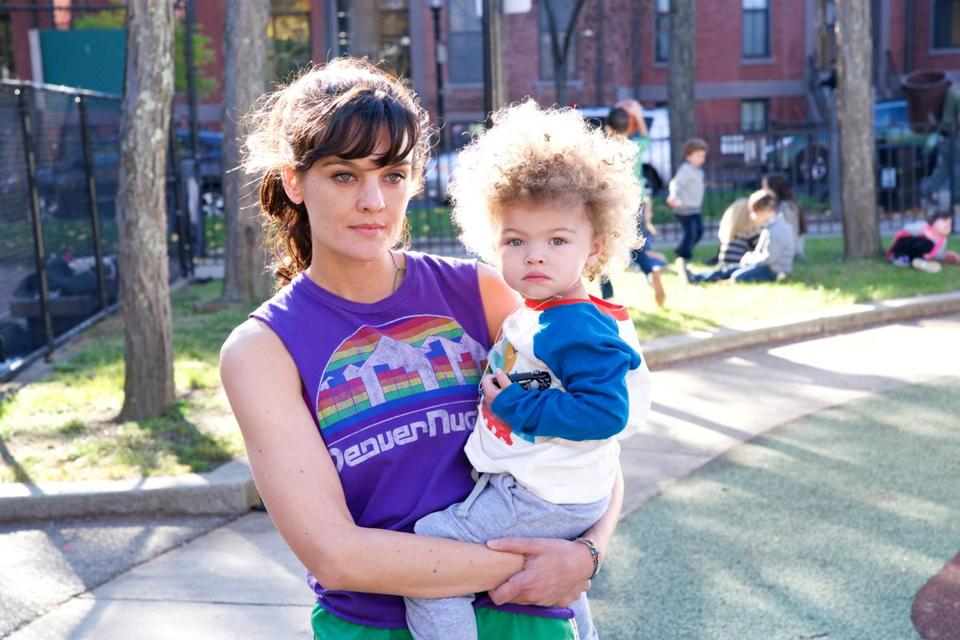"Frankie Shaw as Bridgette and Alexandra/Anna Reimer as Larry in ""SMILF."" MUST CREDIT: Mark Schafer, Showtime"