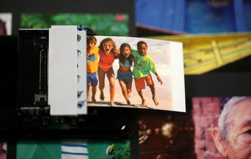 Zink Imaging, based in Billerica, is counting on a renewed interest in instant-print photos.