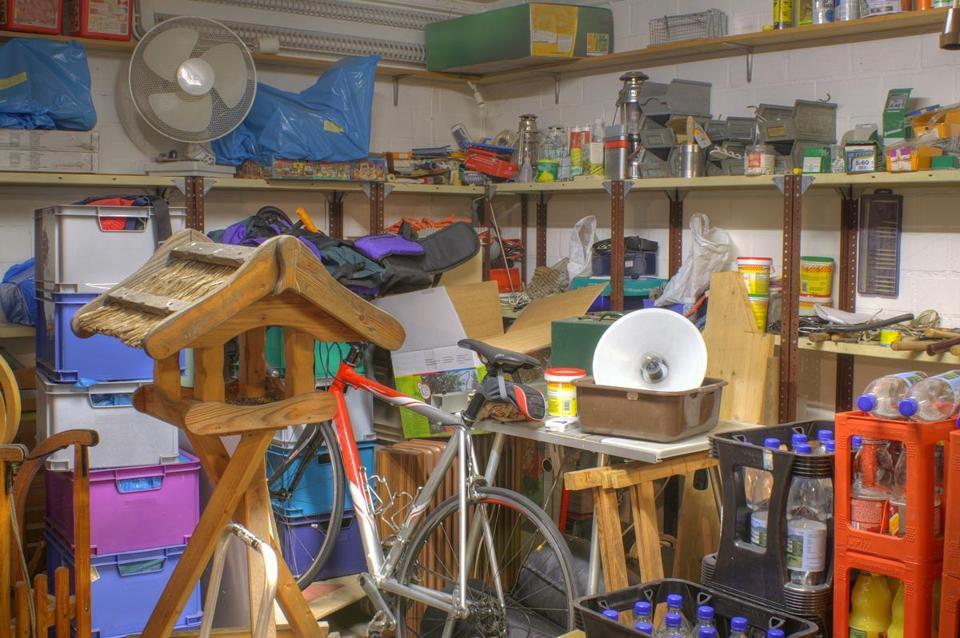 the war on clutter Wednesday clutter: trump, matt lauer, eli manning, guns n' roses, rhcp, and more.