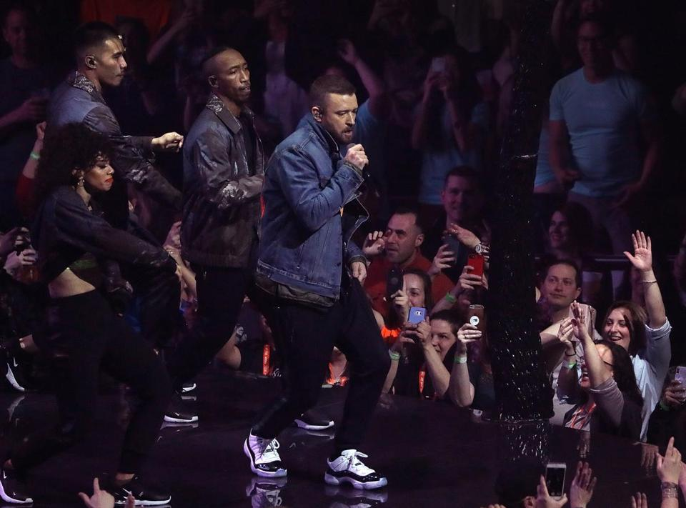 Justin Timberlake and his dancers drew the attention of the TD Garden crowd and their smartphones.